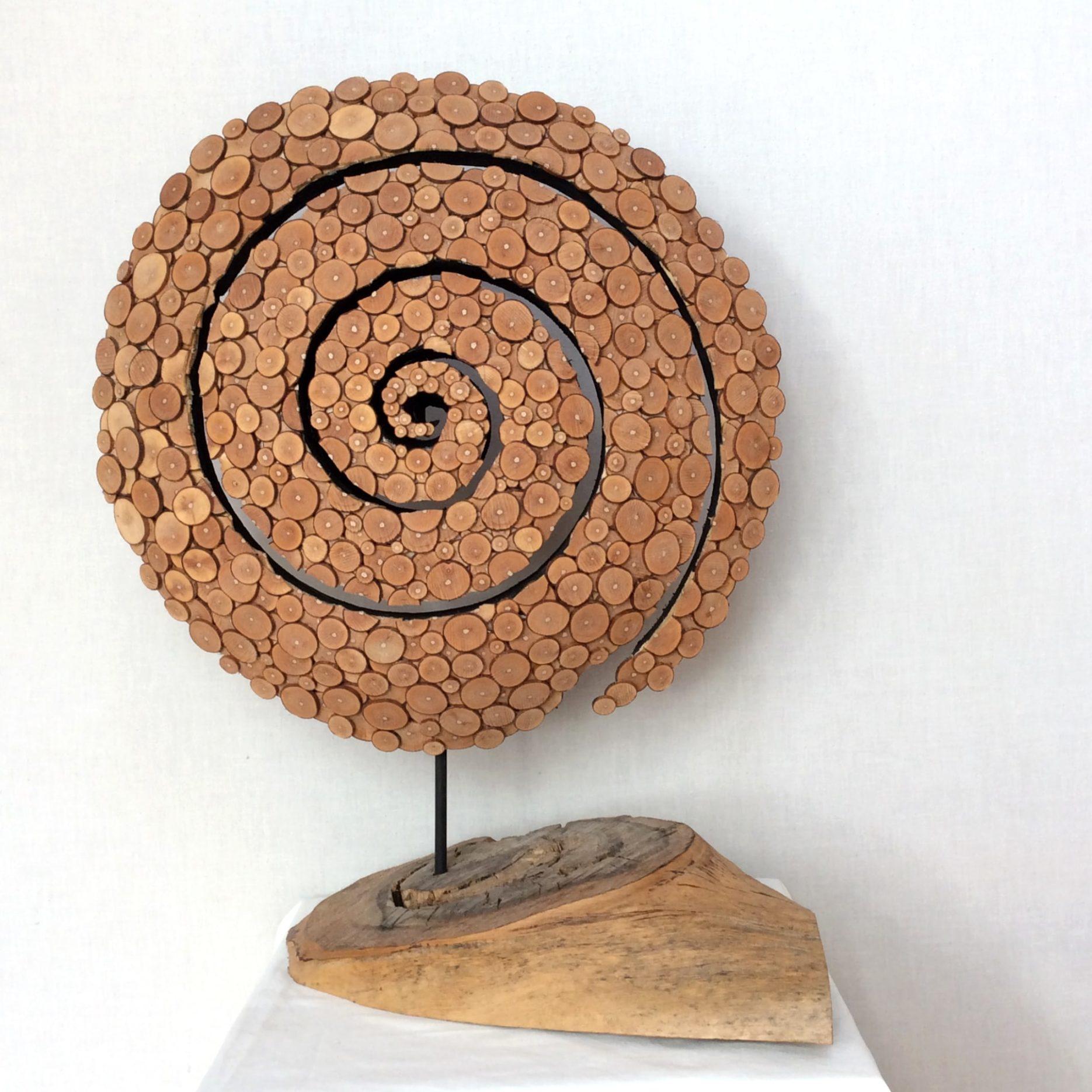 Objekt 0,57 x 0,45 m Holzscheibenspirale (2019)